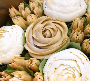 how to make buttercream flowers, how to make buttercream roses