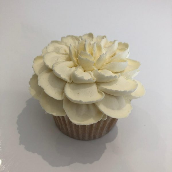 how to make a buttercream frosting flower, how to pipe buttercream flowers, how to pipe buttercream frosting flowers,